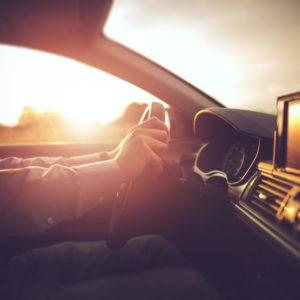 8 pautas para conducir con sol